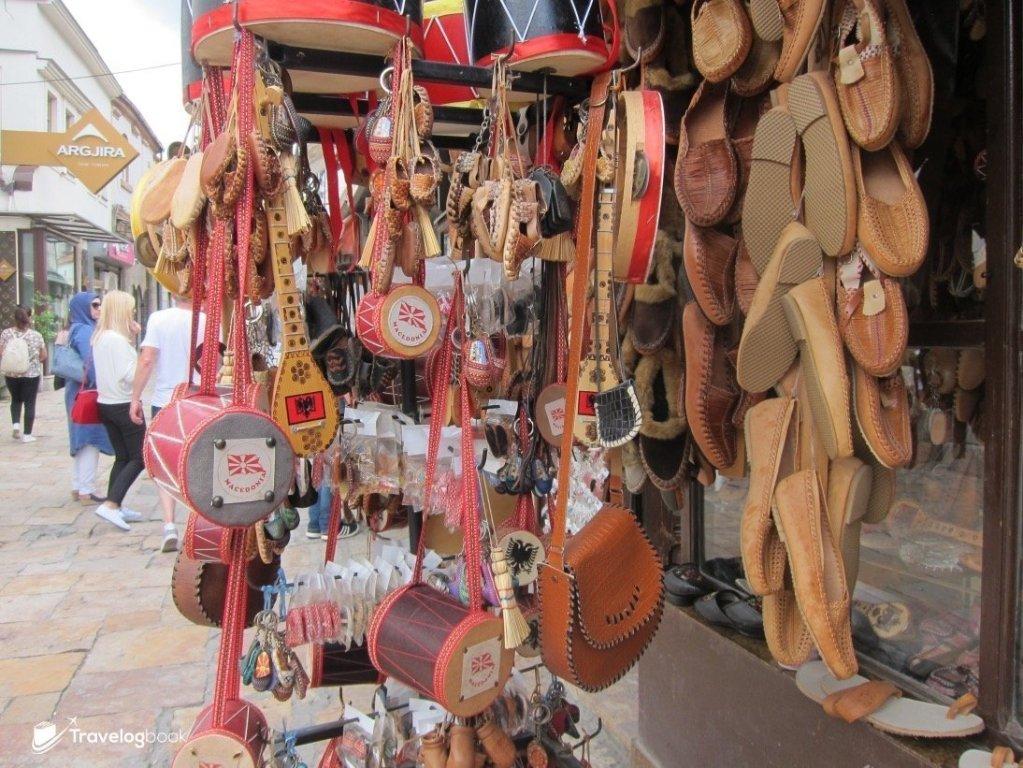 市集內主要都是售賣「遊客向」紀念品。