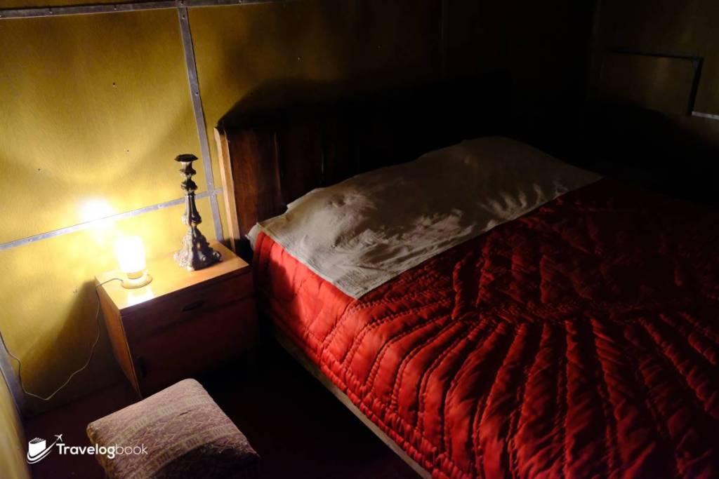 恩維爾·霍查(Enver Hoxha)的睡床。