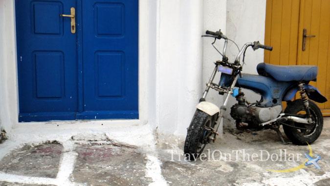 Walking through the maze of white lanes in Town of Mykonos - Chora!