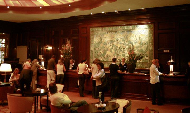 Front_desk-hotel