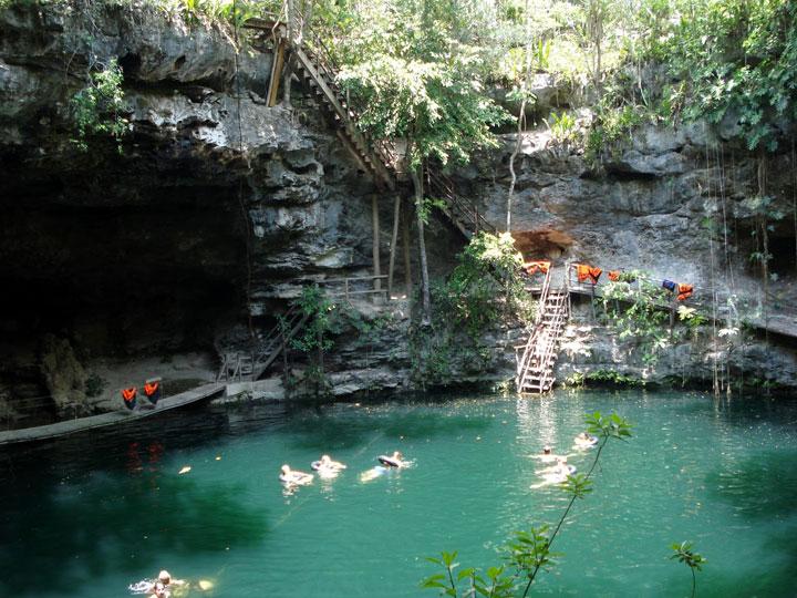 Ek_Balam_Cenote