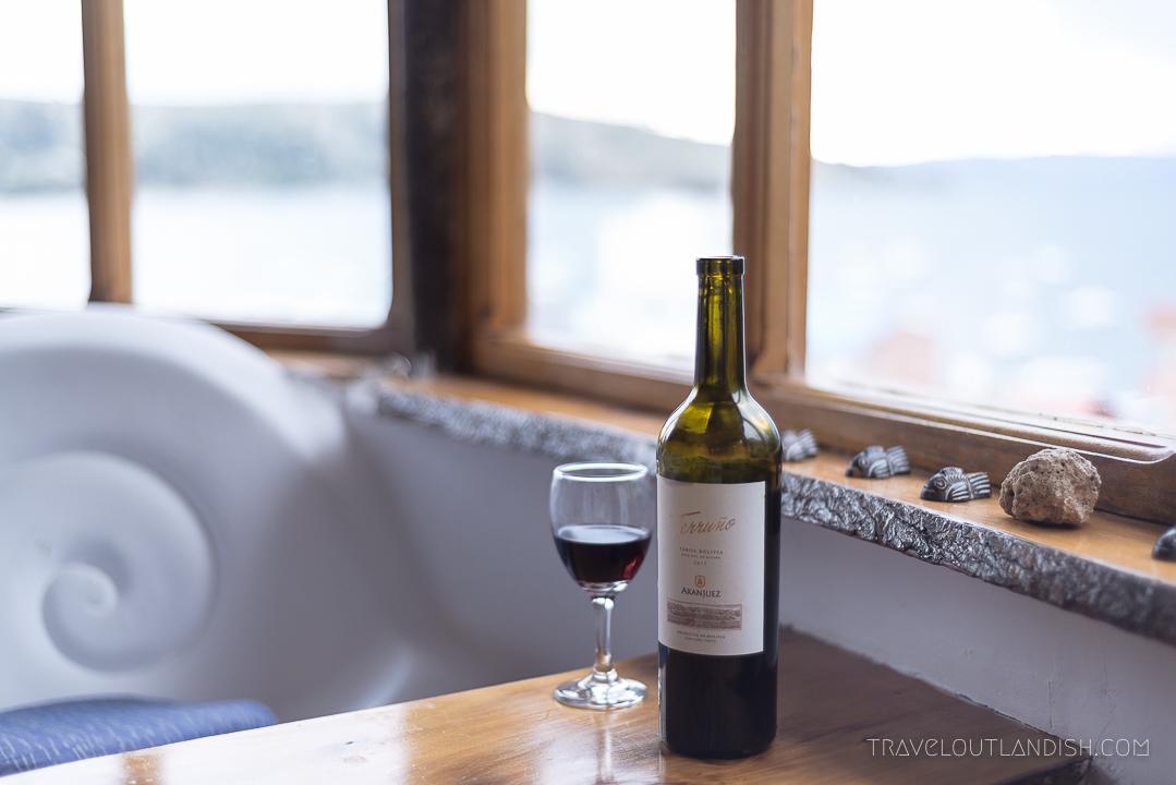 Unique Hotels - Drinking Bolivian wine at Las Olas in Copacabana