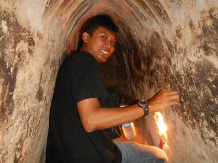 Menyusuri terowongan