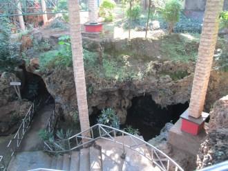 Jalan masuk menuju gua