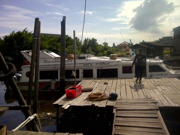 Kapal yang akan mengangkut kami ke Rupat Utara