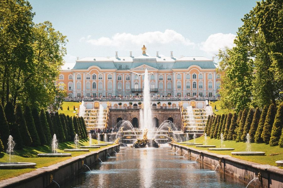 Places to visit in Russia Number 6 - Peterhof Place
