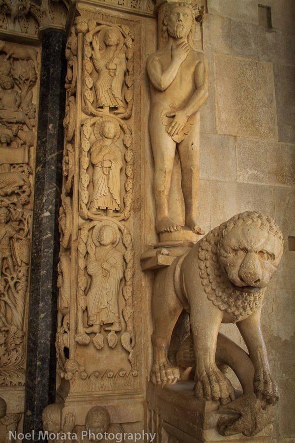 Lions at the cathedral entrance