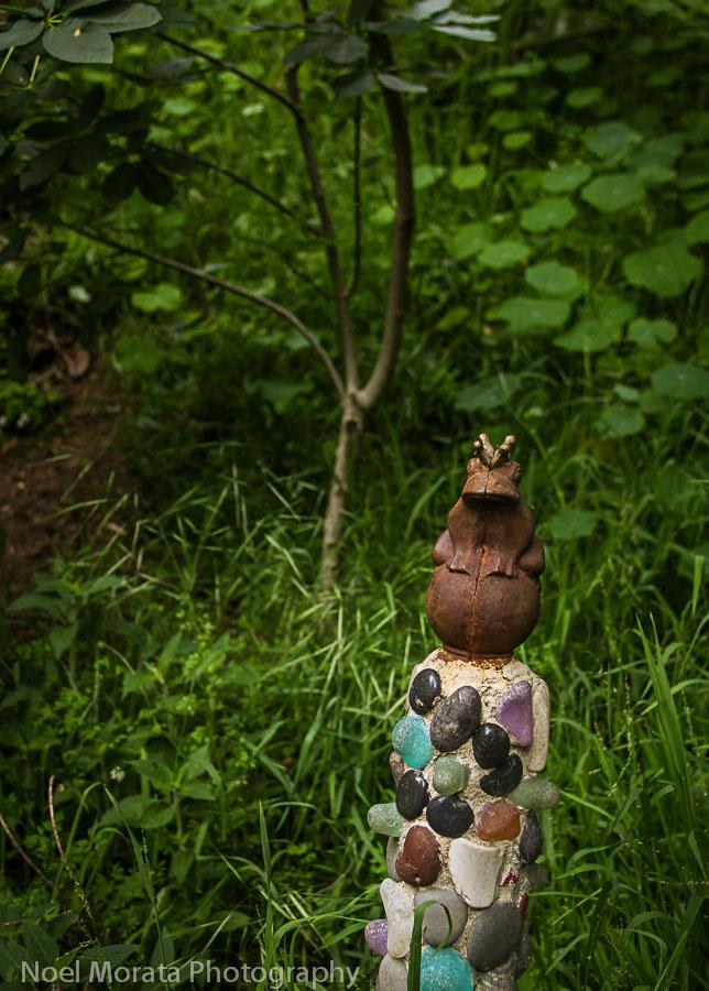 Frog on  jeweled pedestal