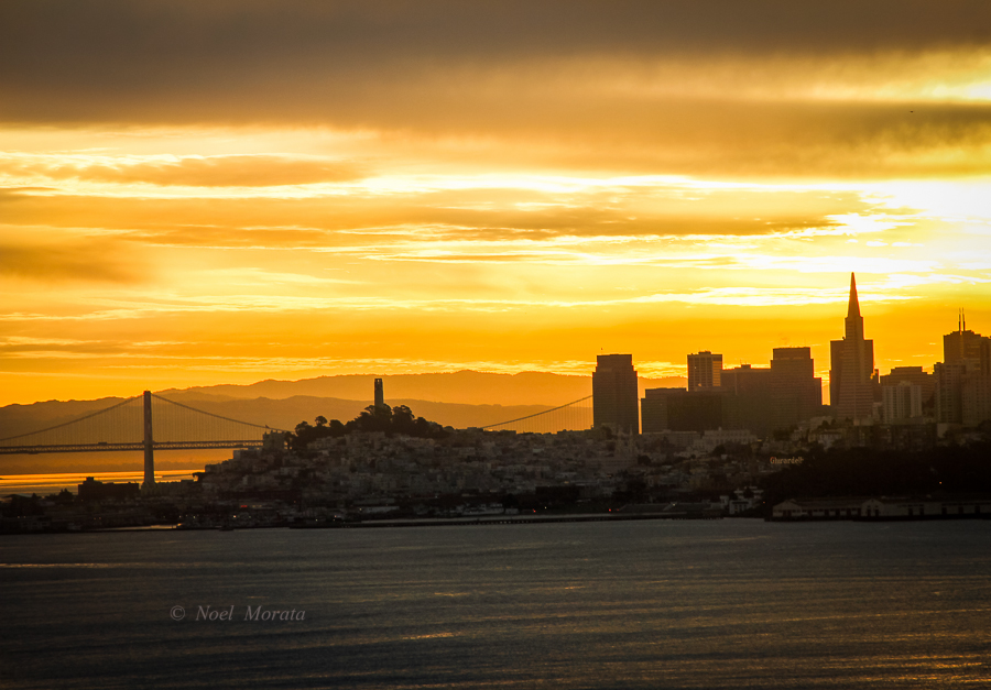 San Francisco sunrise - a scenic Panorama