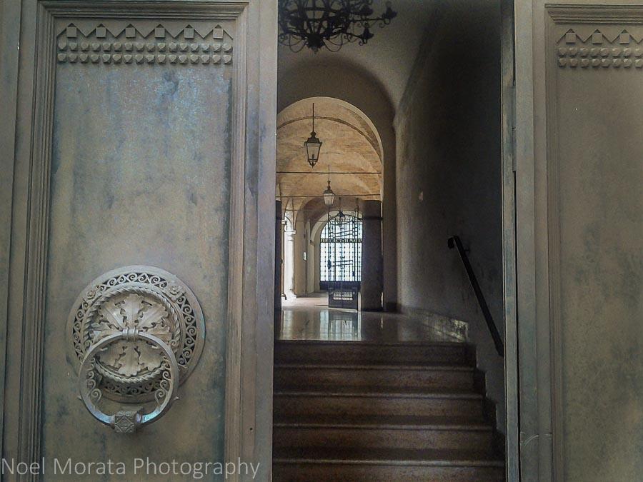 An elegant Faenza entryway