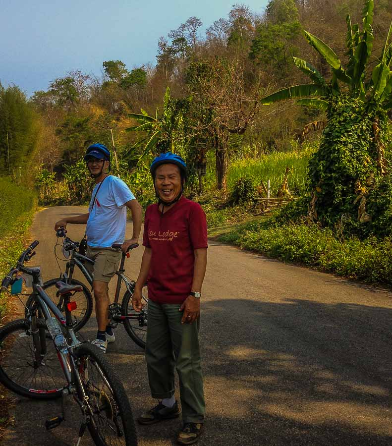 A short break in the shade to the Araksa tea plantation