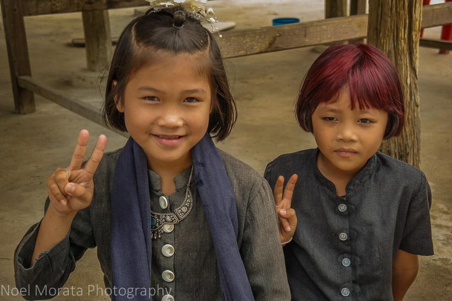 Friendly greetings from Ta Dam children