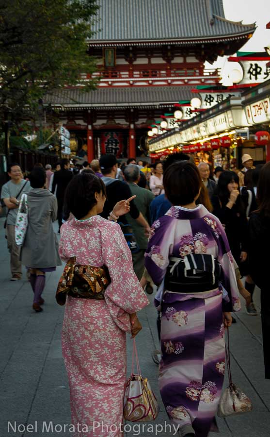 Visitors in Kimono at Senso-Ji, Visiting Senso-Ji in Asakusa