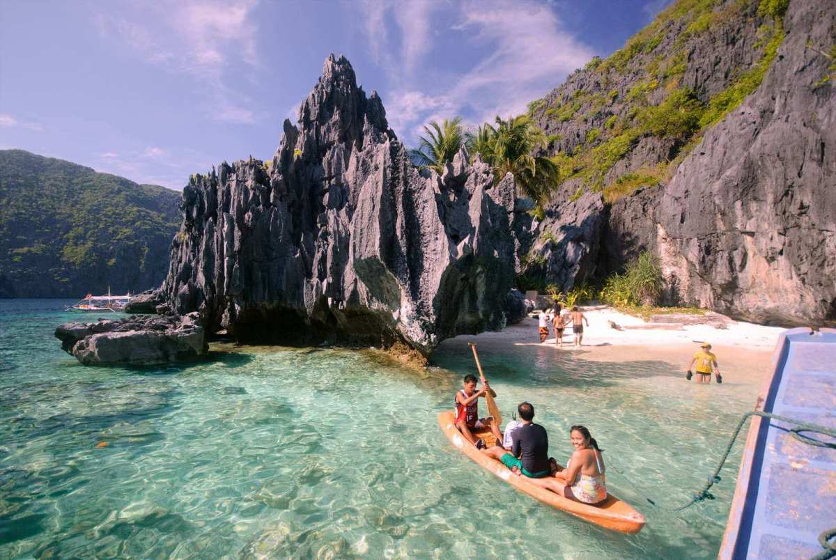 Kayaking to Matinloc Shrine, El Nido