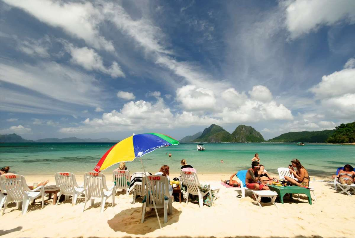 Sun worshipers at Marimegmeg Beach, El Nido