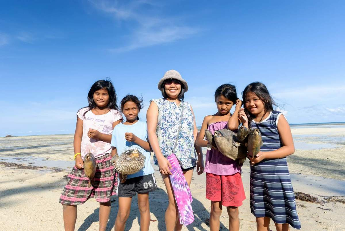 Cagbalete kids selling stuffed fishes