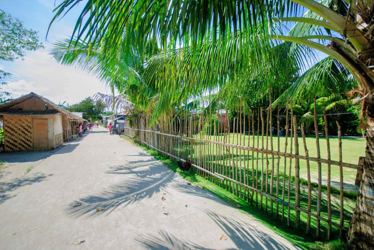 Cagbalete Island Walking through Barangay Cagbalete Uno (Centro)