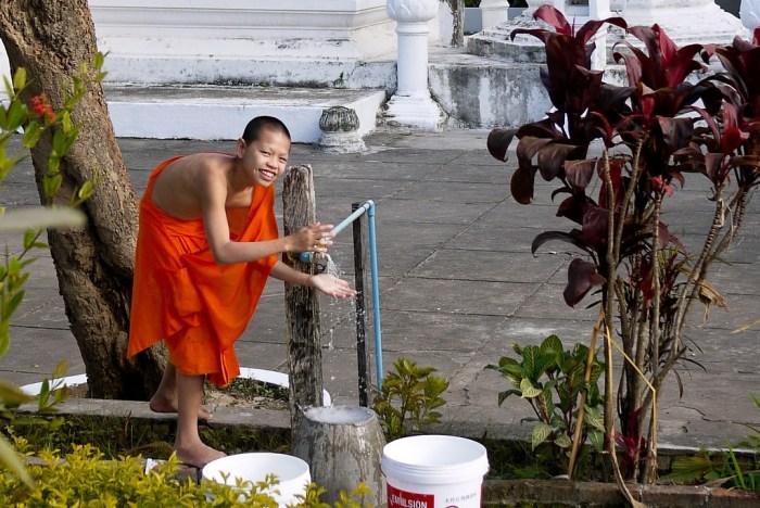 monk temple luang prabang, loas
