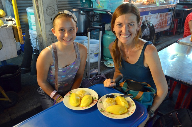 mango sticky rice street food