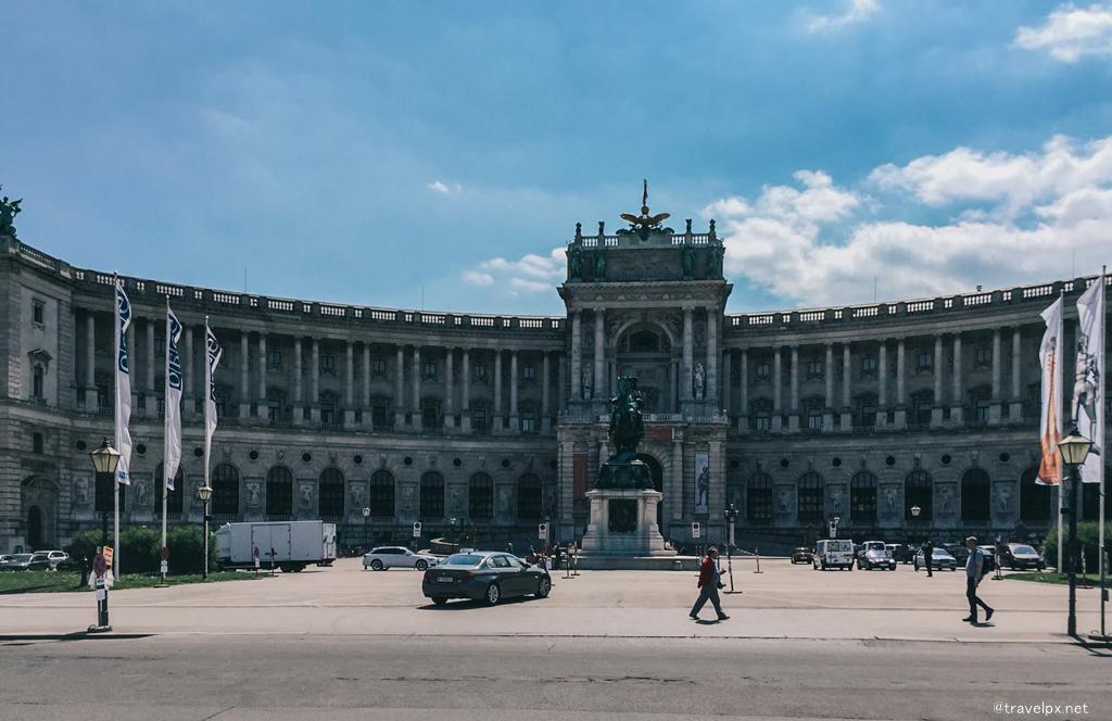 Cung điện Hoàng gia Hofburg nay là Austrian National Library