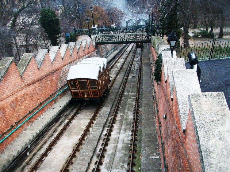 Conhecer Budapeste descendo o Danúbio