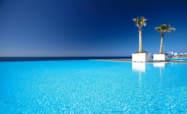 infinity-pool-portugal-vidamar-resorts-madeira