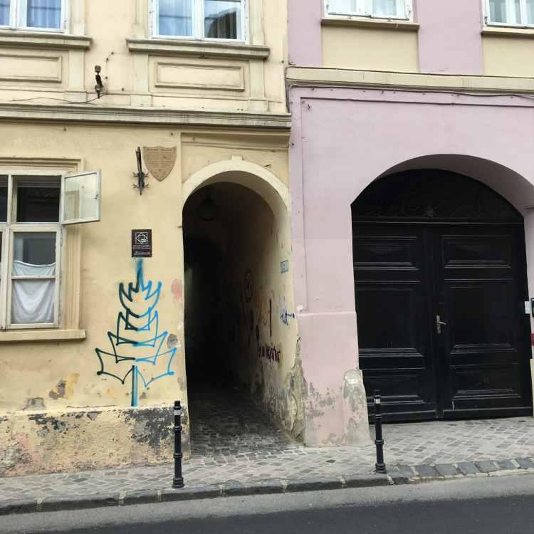 Brasov-small-street.jpg