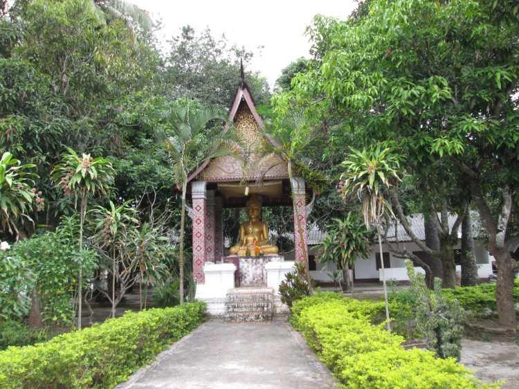Wat Sibounheuang, Luang Prabang.jpg