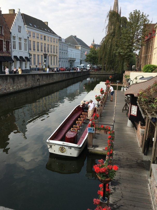 canal boats bruges