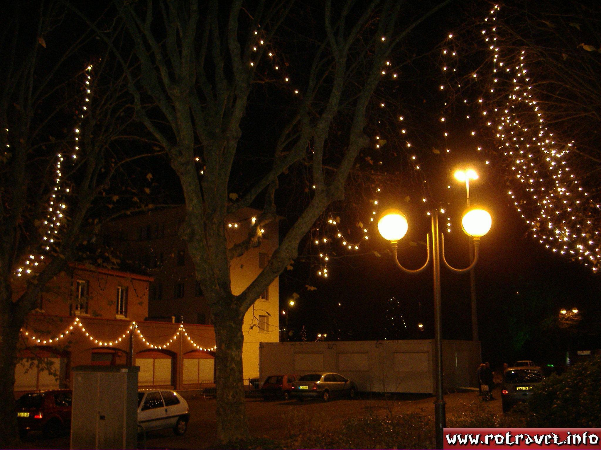 Charbonnières-les-Bains in night...