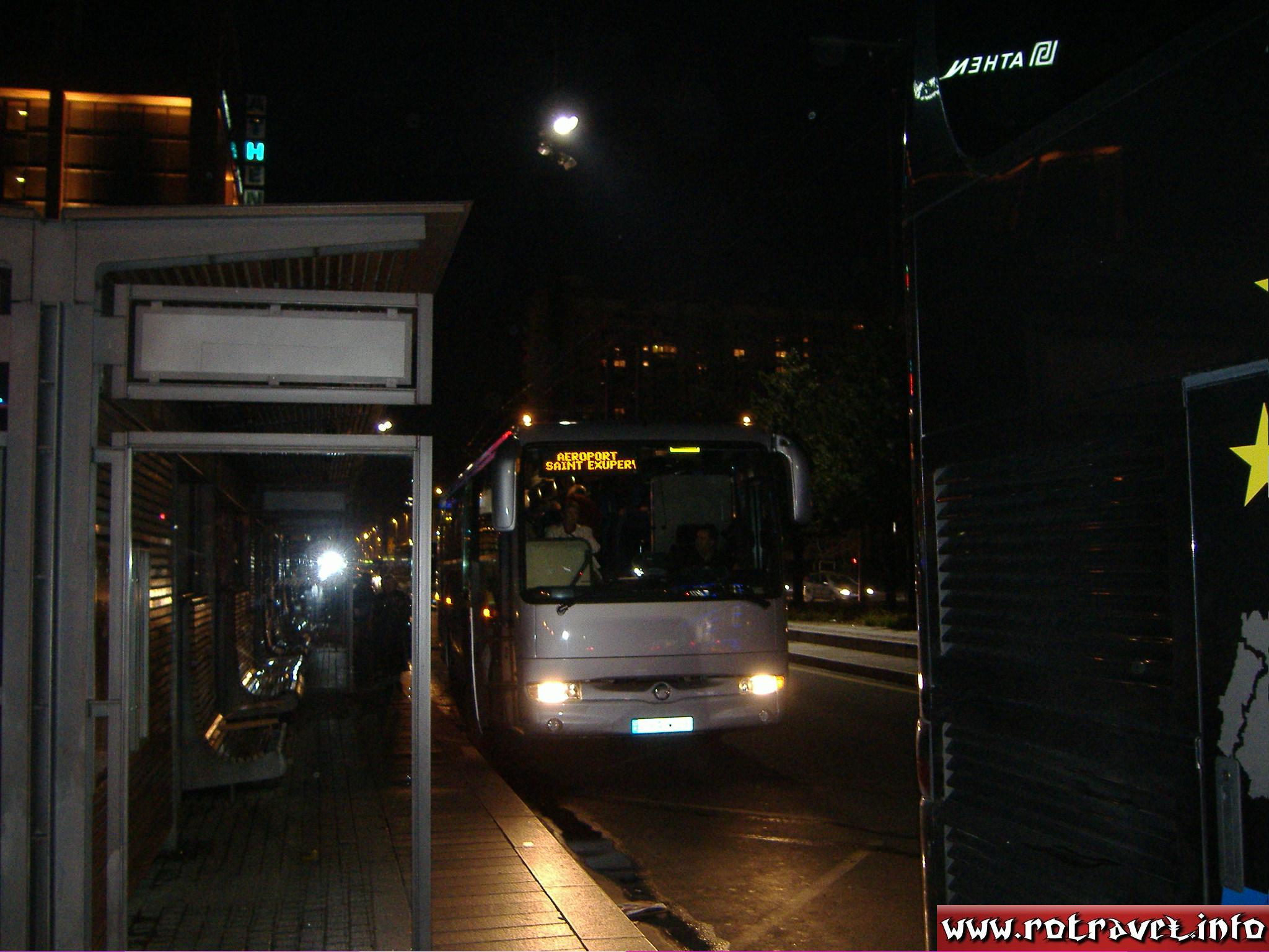 A bus which take you to the Lyon-Saint Exupéry Airport