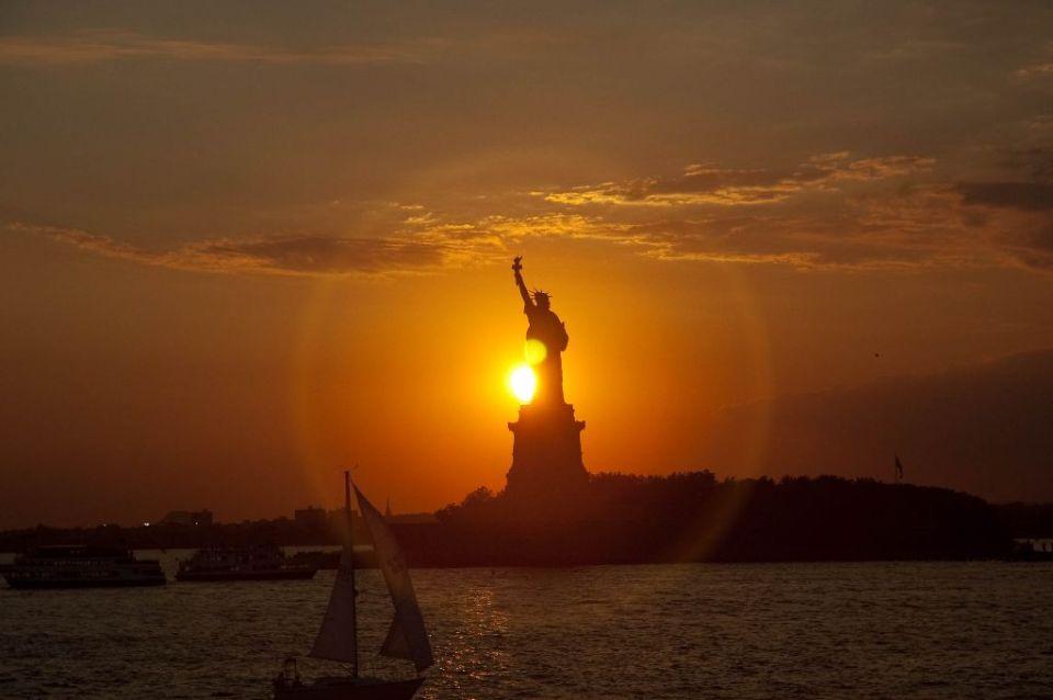 Freiheitsstatue New York bei Sonnenuntergang