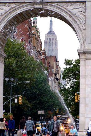 Washington Square mit Blick aufs Empire State Building