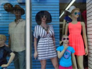Die Stores passen sich dem Look in Miami an...