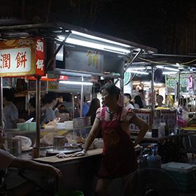 台北駅から徒歩圏! ローカル色強め夜市、寧夏夜市と古早味豆花