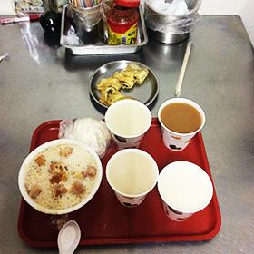 四海豆漿大王で 念願の《甜飯糰》と《豆漿加米漿》