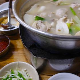 元祖ウォンハルメ・ソムンナン・タッカンマリ で辛さ控えめ韓国料理に舌つづみ