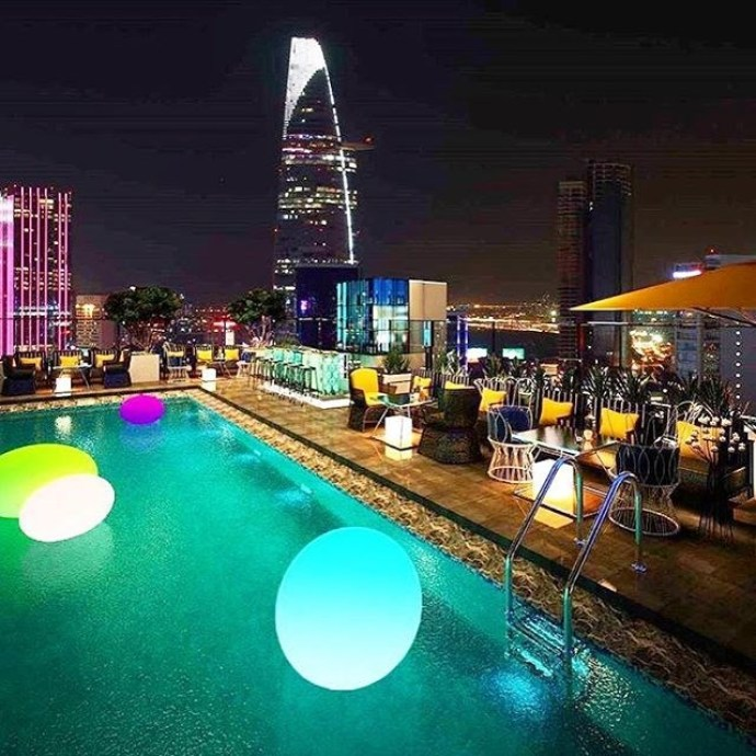 VIP Swimming Pool in Air 360 Sky Dinning