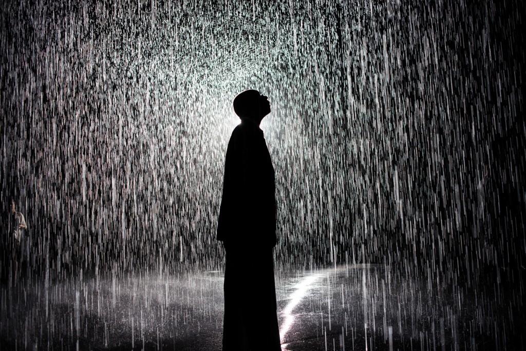https://i0.wp.com/travelsandliving.com/wp-content/uploads/2015/12/rain-room-walking-through-rain-without-getting-wet-Navid-Baraty-6-1024x684.jpg