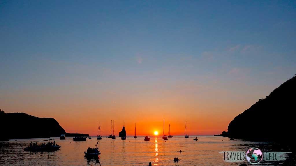 Puesta de sol en Cala Benirràs de Ibiza