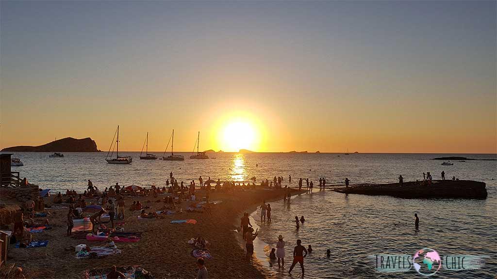 Ver la puesta de sol en cala conta, una de las mejores cosas que ver en Ibiza