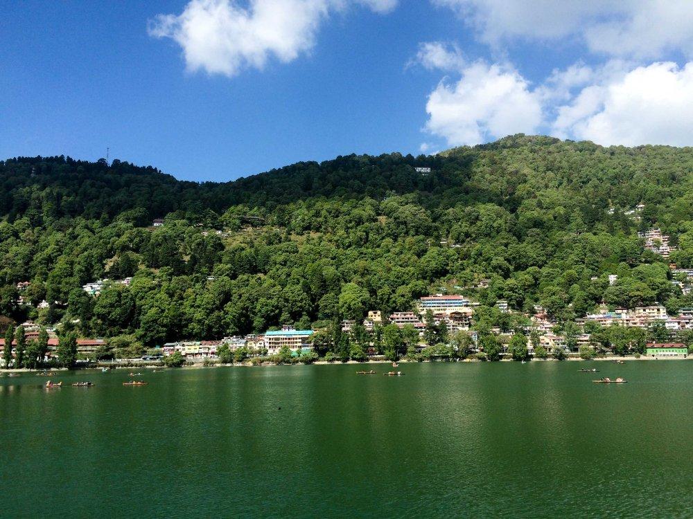 Naini Lake in the middle of Nainital