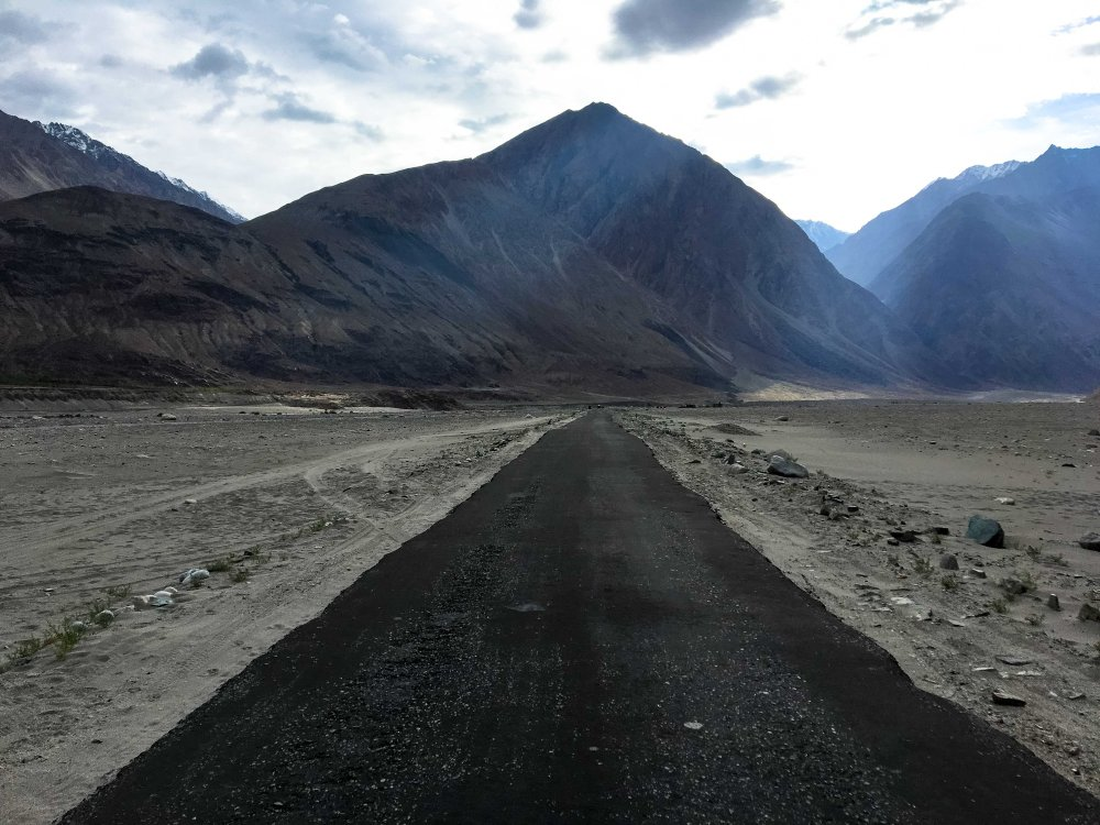 Straight road to Diskit Nubra Valley