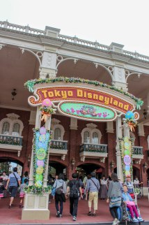 Tokyo Disneyland & Disney Sea Travel-sized Traveler