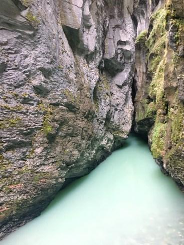 Intérieur des gorges de l'aar en Suisse