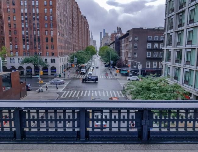 prise depuis la highline avec la vue sur les building et tous ce qui est autours