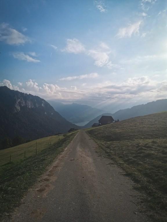 La vue qu'on a en descendant sur Habkern en Suisse.