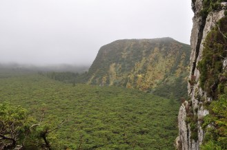 The cliffs around the crater.
