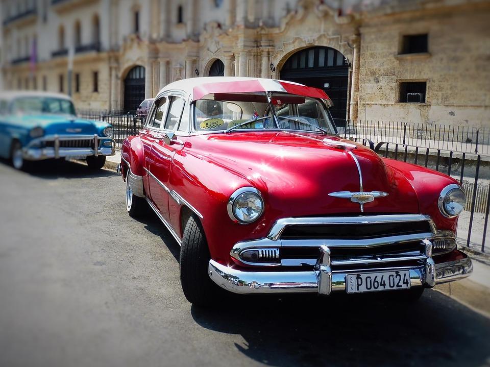 Cuba-1950s red car