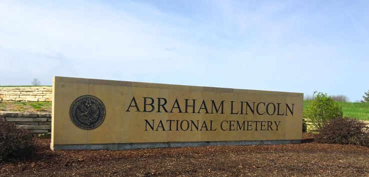 National Cemetery: Entry to Abraham Lincoln National Cemetery